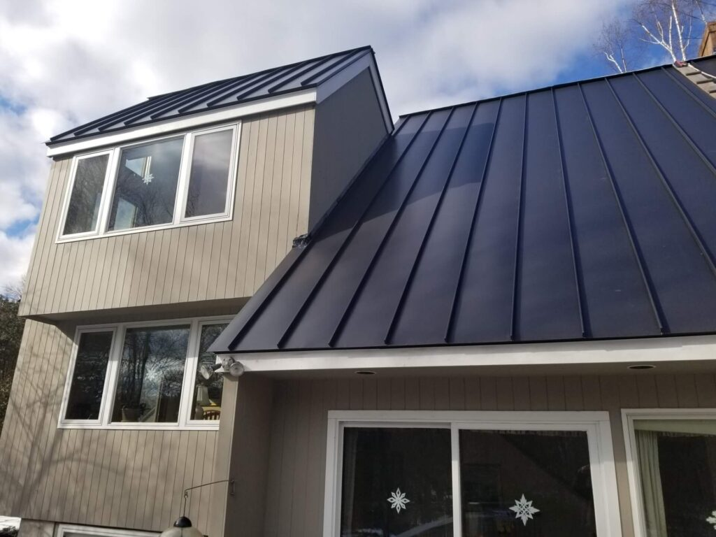 Metal Roofing-Quality Metal Roofing Crew of Kendall